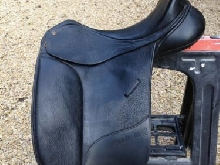 17 1/2'' BATES ISABELL WERTH CAIR LEATHER DRESSAGE SADDLE. CHANGEABLE GULLET