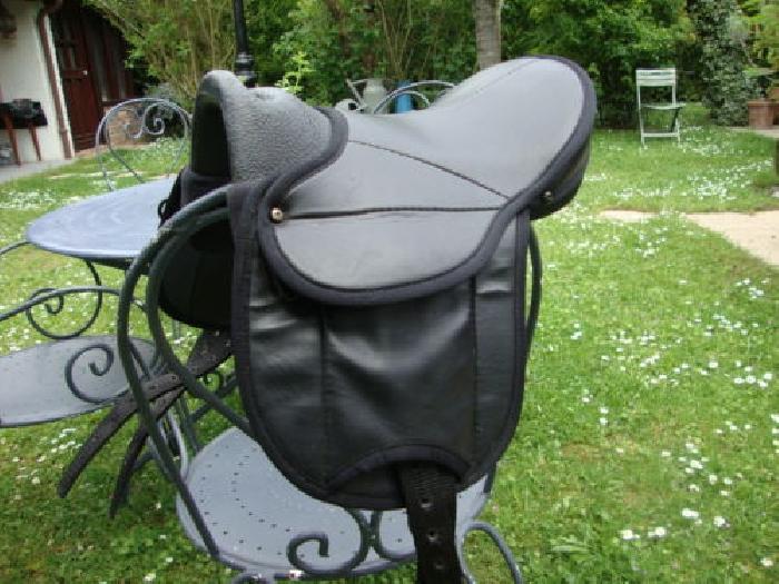 selle pour poney 12 13 14 comme neuve en cuir selle. Black Bedroom Furniture Sets. Home Design Ideas
