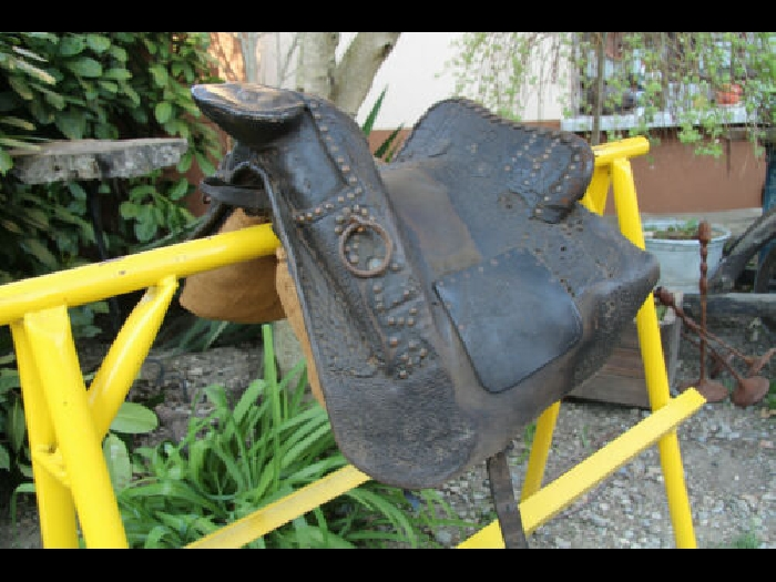 Antique horse saddle selle de cheval