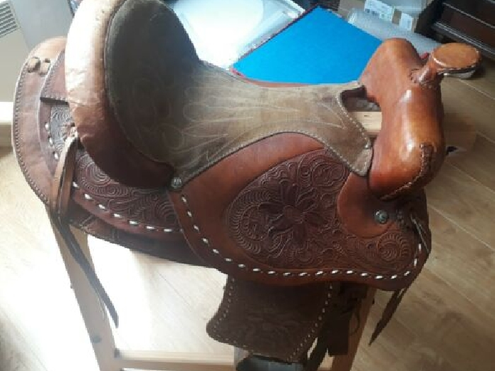 SELLE EN CUIR POUR PONEY OU CHEVAL - OCCASION
