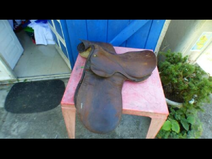 selle de cheval en cuir marron ancienne